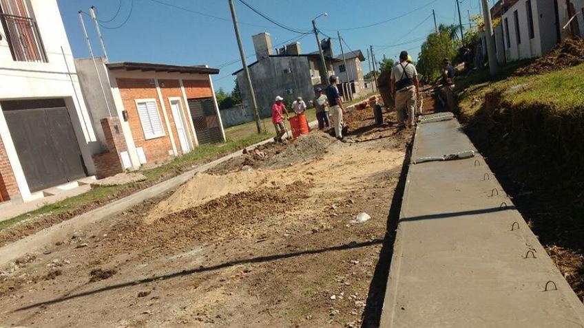 Construcción de cordón cuneta sobre calle Ituzaingo